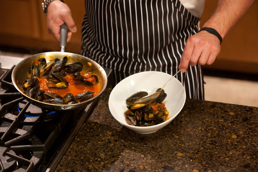 Mussels with Spicy Tomato Broth in Kitchen Charm Cookware