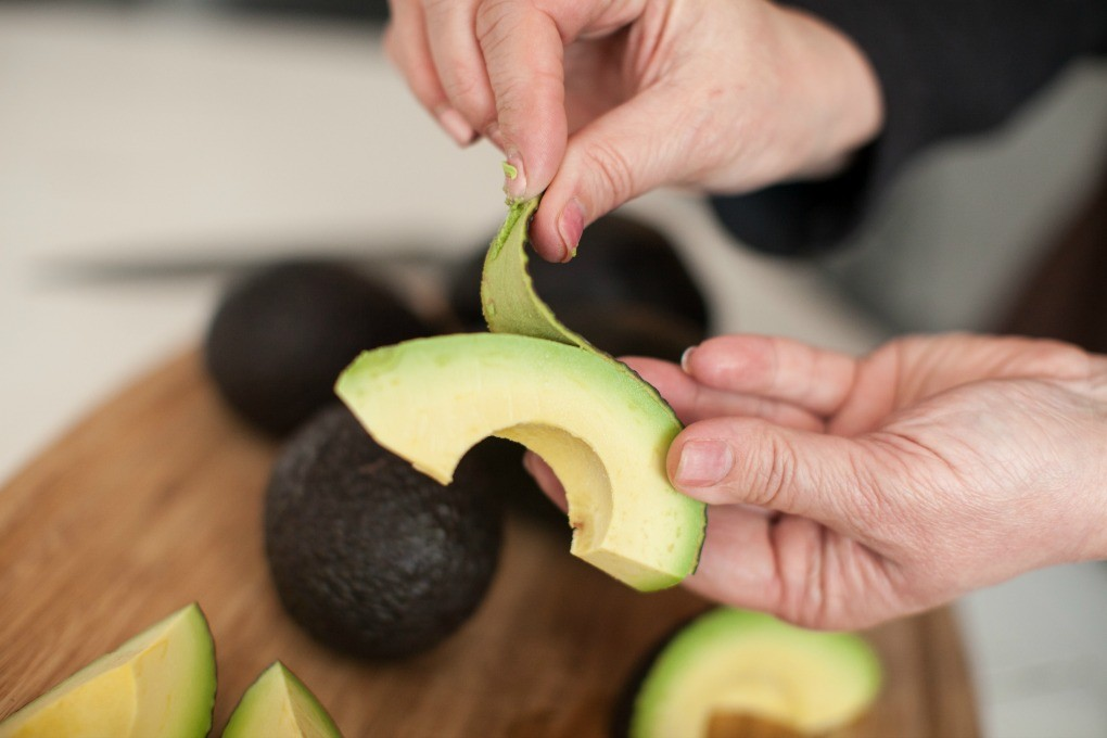 Dinner4Two Peeling Avocados