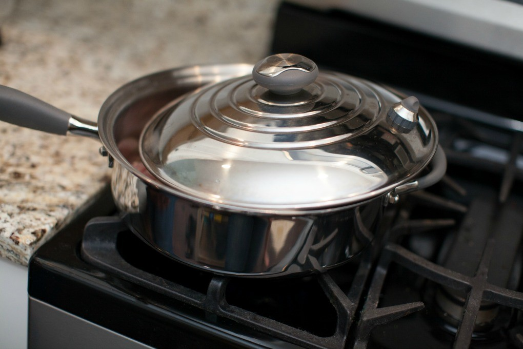 Dinner4Two Kitchen Charm Skillet with Lid Aja