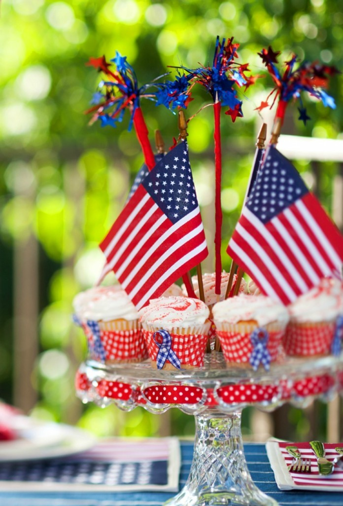 DIY 4th of July cupcakes and flags