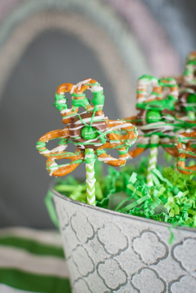 Shamrock-Pretzel-Pops-Dinner4Two