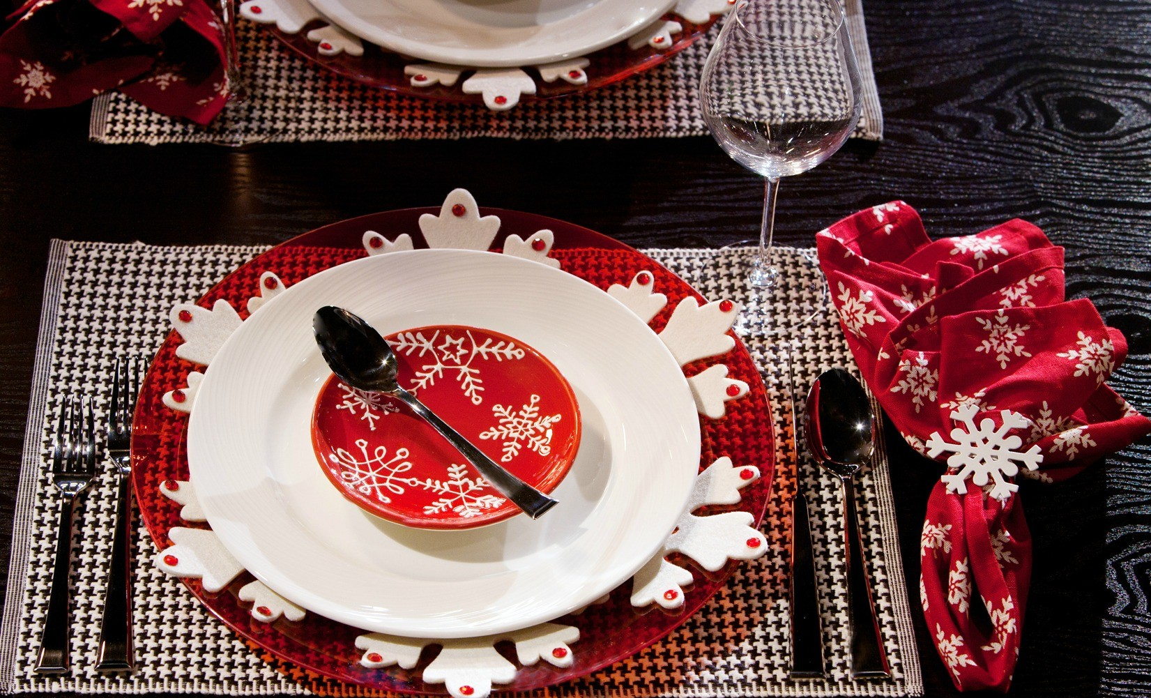 Snowflake Christmas Tablescape