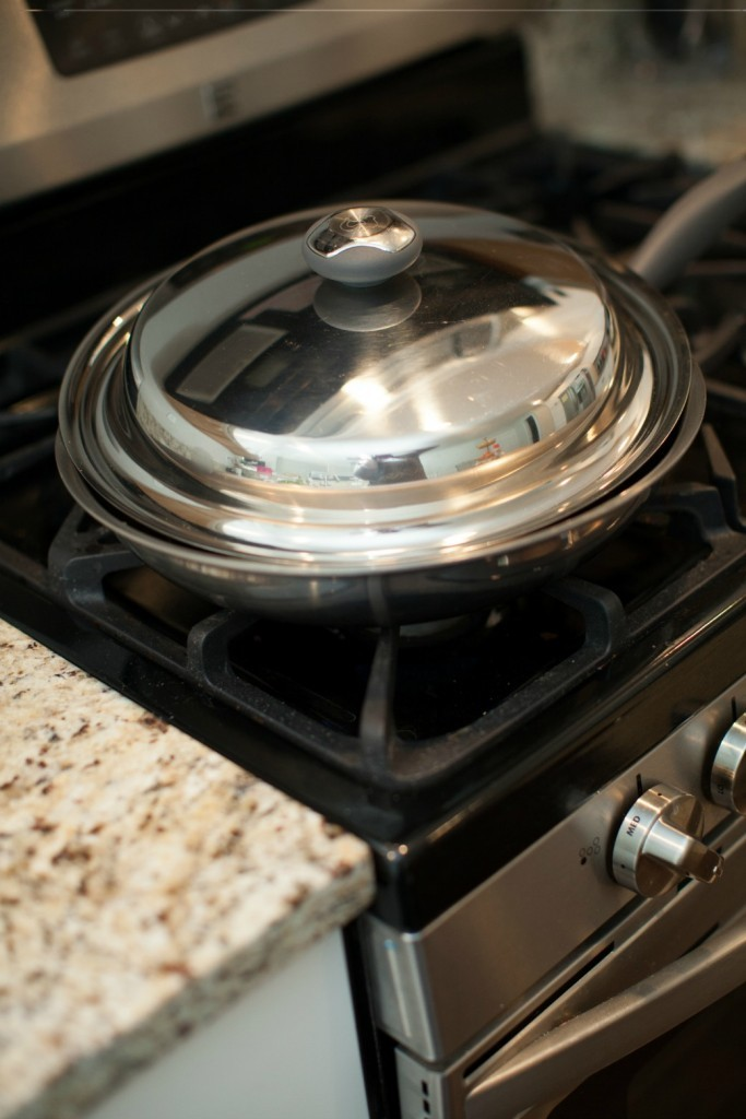Dinner4Two-Large-Stainless-Steel-Gourmet-Skillet-with-lid-a-jar